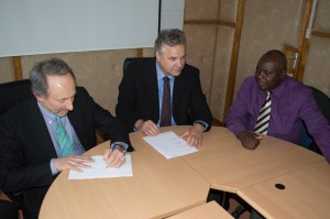 Dr. Selker and Dr. van de Giesen sign an MOU with the Kenya Meteorological Service.
